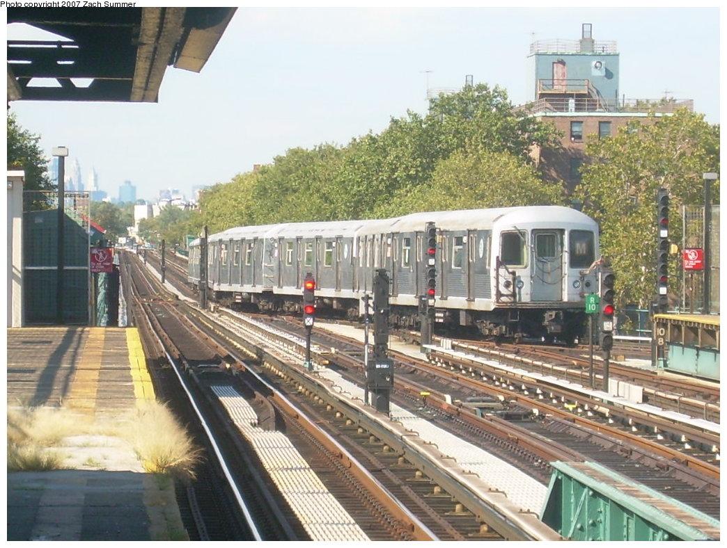 (243k, 1044x788)<br><b>Country:</b> United States<br><b>City:</b> New York<br><b>System:</b> New York City Transit<br><b>Line:</b> BMT West End Line<br><b>Location:</b> Bay 50th Street <br><b>Route:</b> M<br><b>Car:</b> R-42 (St. Louis, 1969-1970)   <br><b>Photo by:</b> Zach Summer<br><b>Date:</b> 9/13/2007<br><b>Viewed (this week/total):</b> 3 / 1821