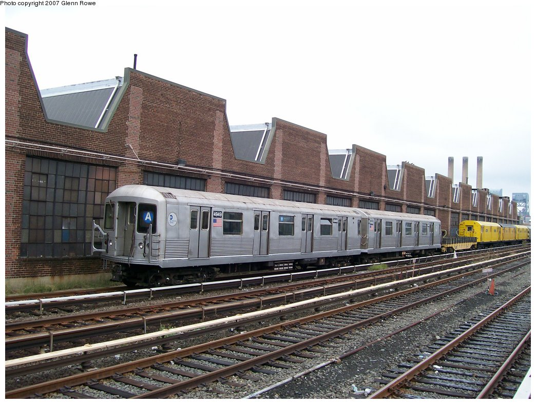 (210k, 1044x788)<br><b>Country:</b> United States<br><b>City:</b> New York<br><b>System:</b> New York City Transit<br><b>Location:</b> 207th Street Yard<br><b>Car:</b> R-42 (St. Louis, 1969-1970)  4949/4948 <br><b>Photo by:</b> Glenn L. Rowe<br><b>Date:</b> 10/11/2007<br><b>Viewed (this week/total):</b> 7 / 4632