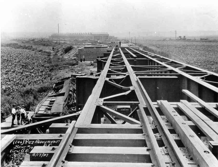 (53k, 840x645)<br><b>Country:</b> United States<br><b>City:</b> New York<br><b>System:</b> New York City Transit<br><b>Location:</b> Corona Yard<br><b>Collection of:</b> Frank Pfuhler<br><b>Date:</b> 8/17/1927<br><b>Notes:</b> Accident during construction of Corona Yard leads.<br><b>Viewed (this week/total):</b> 47 / 2607