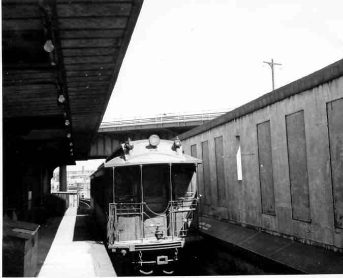 (22k, 675x548)<br><b>Country:</b> United States<br><b>City:</b> New York<br><b>System:</b> New York City Transit<br><b>Line:</b> IRT White Plains Road Line<br><b>Location:</b> East 180th Street <br><b>Car:</b> Manhattan El 1586 <br><b>Photo by:</b> Frank Pfuhler<br><b>Date:</b> 3/21/1954<br><b>Viewed (this week/total):</b> 1 / 2109