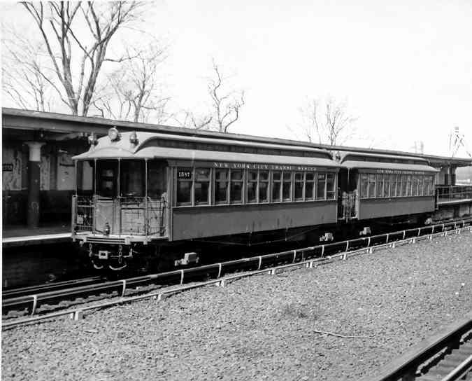 (36k, 675x544)<br><b>Country:</b> United States<br><b>City:</b> New York<br><b>System:</b> New York City Transit<br><b>Line:</b> IRT Dyre Ave. Line<br><b>Location:</b> Baychester Avenue <br><b>Car:</b> Manhattan El 1587 <br><b>Photo by:</b> Frank Pfuhler<br><b>Date:</b> 3/21/1954<br><b>Viewed (this week/total):</b> 2 / 2157