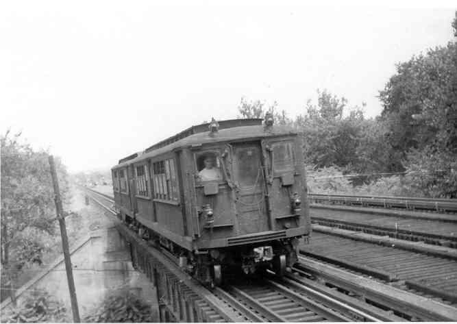 (22k, 667x473)<br><b>Country:</b> United States<br><b>City:</b> New York<br><b>System:</b> New York City Transit<br><b>Line:</b> IRT Dyre Ave. Line<br><b>Location:</b> Baychester Avenue <br><b>Car:</b> Low-V  <br><b>Photo by:</b> Frank Pfuhler<br><b>Date:</b> 4/4/1954<br><b>Notes:</b> Deck roof Hi-V with manual doors.<br><b>Viewed (this week/total):</b> 0 / 2603