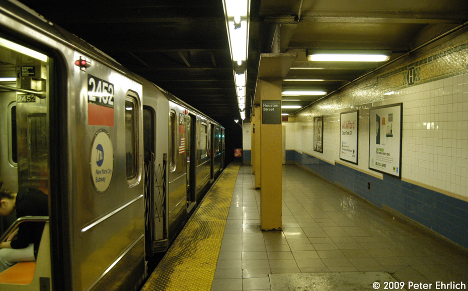 (198k, 930x579)<br><b>Country:</b> United States<br><b>City:</b> New York<br><b>System:</b> New York City Transit<br><b>Line:</b> IRT West Side Line<br><b>Location:</b> Houston Street <br><b>Route:</b> 1<br><b>Car:</b> R-62A (Bombardier, 1984-1987)  2452 <br><b>Photo by:</b> Peter Ehrlich<br><b>Date:</b> 7/29/2009<br><b>Notes:</b> Northbound.<br><b>Viewed (this week/total):</b> 1 / 1553