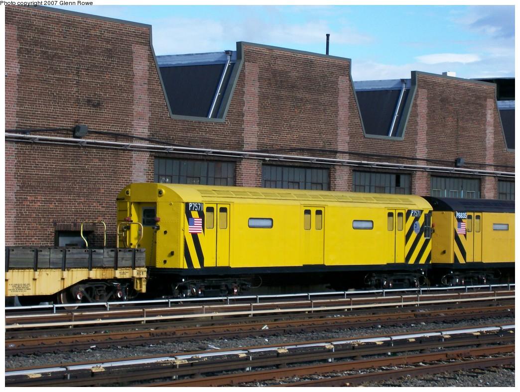 (257k, 1044x788)<br><b>Country:</b> United States<br><b>City:</b> New York<br><b>System:</b> New York City Transit<br><b>Location:</b> 207th Street Yard<br><b>Car:</b> R-71 Pump/Reach Car (R-17/R-21/R-22 Rebuilds) P7571 (ex-7571)<br><b>Photo by:</b> Glenn L. Rowe<br><b>Date:</b> 10/12/2007<br><b>Viewed (this week/total):</b> 3 / 2229