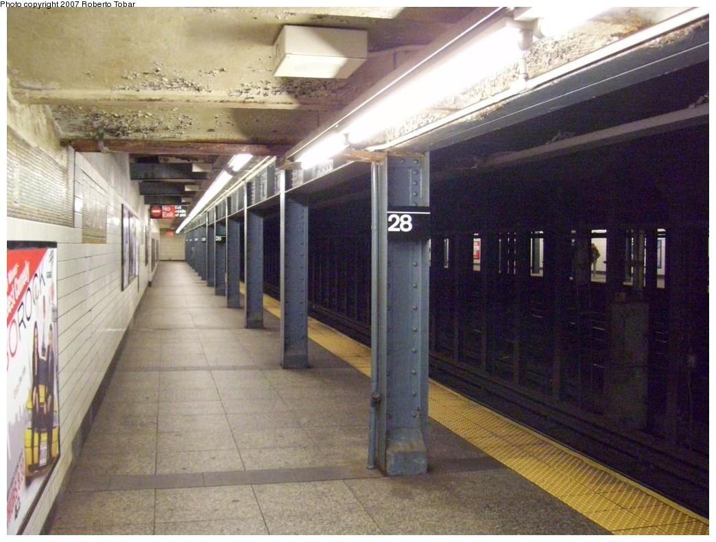 (221k, 1044x790)<br><b>Country:</b> United States<br><b>City:</b> New York<br><b>System:</b> New York City Transit<br><b>Line:</b> IRT West Side Line<br><b>Location:</b> 28th Street<br><b>Photo by:</b> Roberto C. Tobar<br><b>Date:</b> 10/13/2007<br><b>Notes:</b> Station view.<br><b>Viewed (this week/total):</b> 0 / 3558