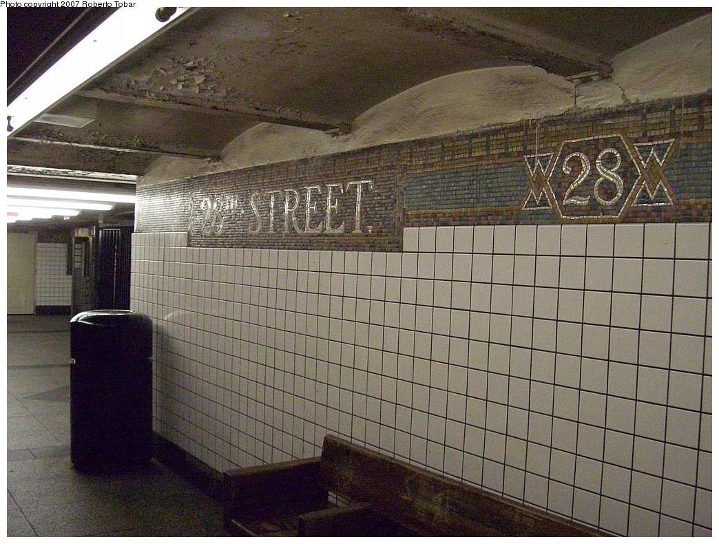 (291k, 1044x790)<br><b>Country:</b> United States<br><b>City:</b> New York<br><b>System:</b> New York City Transit<br><b>Line:</b> IRT West Side Line<br><b>Location:</b> 28th Street <br><b>Photo by:</b> Roberto C. Tobar<br><b>Date:</b> 10/13/2007<br><b>Notes:</b> Station view.<br><b>Viewed (this week/total):</b> 0 / 2073