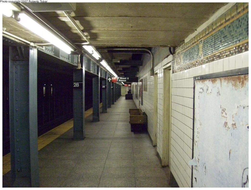 (214k, 1044x790)<br><b>Country:</b> United States<br><b>City:</b> New York<br><b>System:</b> New York City Transit<br><b>Line:</b> IRT West Side Line<br><b>Location:</b> 28th Street<br><b>Photo by:</b> Roberto C. Tobar<br><b>Date:</b> 10/13/2007<br><b>Notes:</b> Station view.<br><b>Viewed (this week/total):</b> 7 / 2947