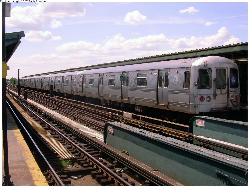 (290k, 1044x788)<br><b>Country:</b> United States<br><b>City:</b> New York<br><b>System:</b> New York City Transit<br><b>Line:</b> IND Fulton Street Line<br><b>Location:</b> Rockaway Boulevard <br><b>Route:</b> A<br><b>Car:</b> R-44 (St. Louis, 1971-73) 5392 <br><b>Photo by:</b> Zach Summer<br><b>Date:</b> 7/22/2007<br><b>Viewed (this week/total):</b> 3 / 1286