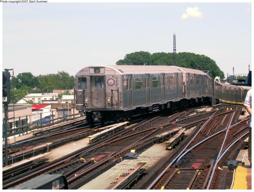 (301k, 1044x788)<br><b>Country:</b> United States<br><b>City:</b> New York<br><b>System:</b> New York City Transit<br><b>Line:</b> IND Fulton Street Line<br><b>Location:</b> Rockaway Boulevard <br><b>Route:</b> A<br><b>Car:</b> R-38 (St. Louis, 1966-1967)  3968 <br><b>Photo by:</b> Zach Summer<br><b>Date:</b> 7/22/2007<br><b>Viewed (this week/total):</b> 0 / 1696