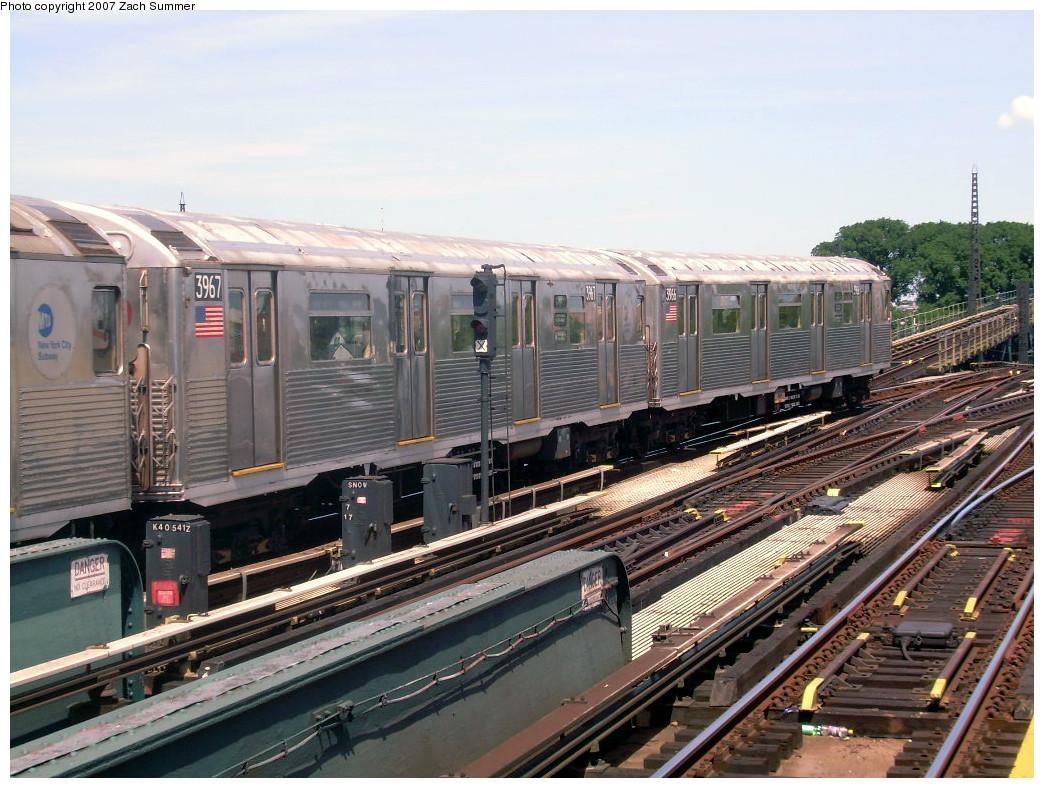 (299k, 1044x788)<br><b>Country:</b> United States<br><b>City:</b> New York<br><b>System:</b> New York City Transit<br><b>Line:</b> IND Fulton Street Line<br><b>Location:</b> Rockaway Boulevard <br><b>Route:</b> A<br><b>Car:</b> R-38 (St. Louis, 1966-1967)  3967 <br><b>Photo by:</b> Zach Summer<br><b>Date:</b> 7/22/2007<br><b>Viewed (this week/total):</b> 0 / 1428