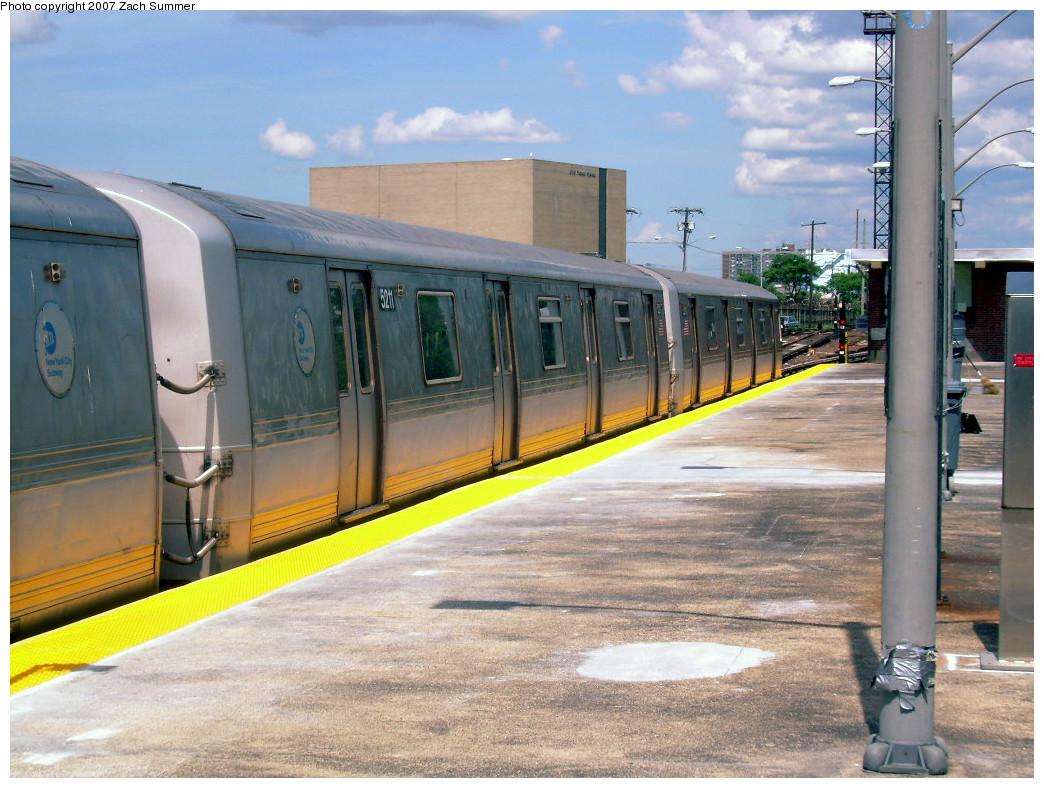 (285k, 1044x788)<br><b>Country:</b> United States<br><b>City:</b> New York<br><b>System:</b> New York City Transit<br><b>Line:</b> IND Rockaway<br><b>Location:</b> Rockaway Park/Beach 116th Street <br><b>Route:</b> S<br><b>Car:</b> R-44 (St. Louis, 1971-73) 5211 <br><b>Photo by:</b> Zach Summer<br><b>Date:</b> 7/22/2007<br><b>Viewed (this week/total):</b> 0 / 1358