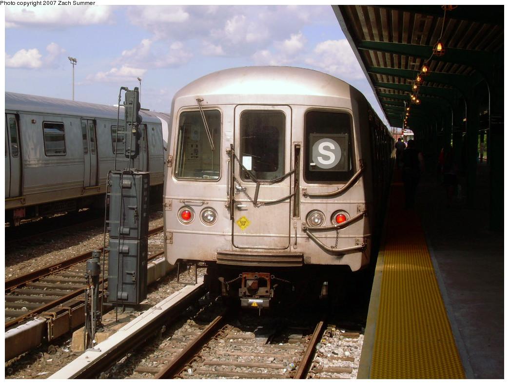 (271k, 1044x788)<br><b>Country:</b> United States<br><b>City:</b> New York<br><b>System:</b> New York City Transit<br><b>Line:</b> IND Rockaway<br><b>Location:</b> Rockaway Park/Beach 116th Street <br><b>Route:</b> S<br><b>Car:</b> R-44 (St. Louis, 1971-73)  <br><b>Photo by:</b> Zach Summer<br><b>Date:</b> 7/22/2007<br><b>Viewed (this week/total):</b> 0 / 1296