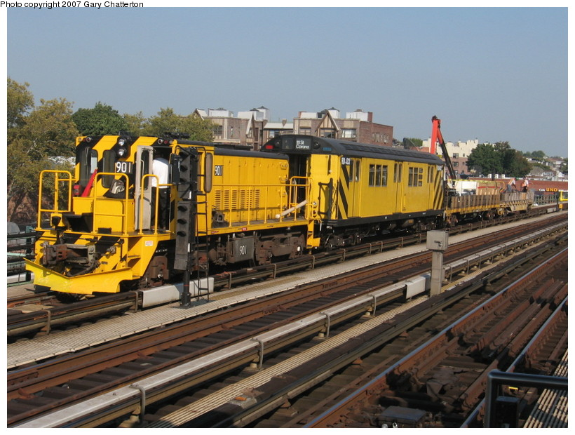 (165k, 820x620)<br><b>Country:</b> United States<br><b>City:</b> New York<br><b>System:</b> New York City Transit<br><b>Line:</b> IRT Flushing Line<br><b>Location:</b> 74th Street/Broadway <br><b>Route:</b> Work Service<br><b>Car:</b> R-77 Locomotive  901 <br><b>Photo by:</b> Gary Chatterton<br><b>Date:</b> 10/6/2007<br><b>Notes:</b> With RD 403<br><b>Viewed (this week/total):</b> 0 / 1431