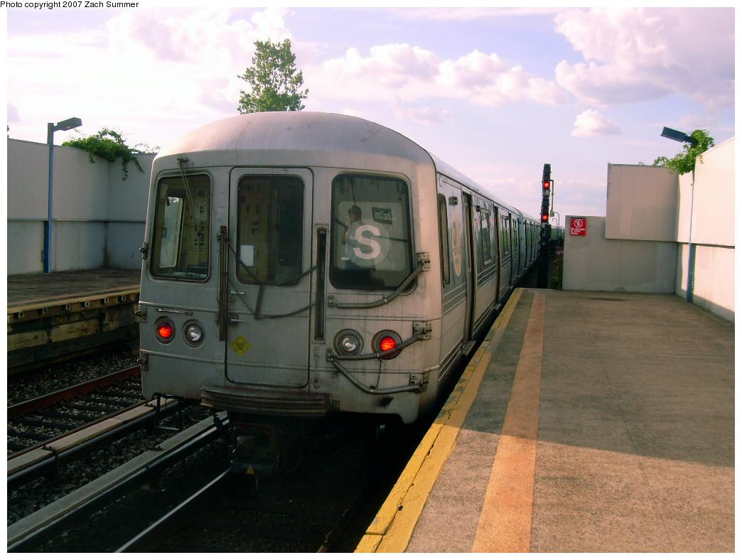 (237k, 1044x788)<br><b>Country:</b> United States<br><b>City:</b> New York<br><b>System:</b> New York City Transit<br><b>Line:</b> IND Rockaway<br><b>Location:</b> Broad Channel <br><b>Route:</b> S<br><b>Car:</b> R-44 (St. Louis, 1971-73)  <br><b>Photo by:</b> Zach Summer<br><b>Date:</b> 7/22/2007<br><b>Viewed (this week/total):</b> 2 / 1362
