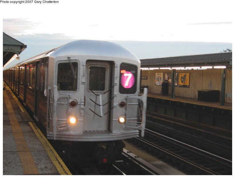 (102k, 820x620)<br><b>Country:</b> United States<br><b>City:</b> New York<br><b>System:</b> New York City Transit<br><b>Line:</b> IRT Flushing Line<br><b>Location:</b> 52nd Street/Lincoln Avenue <br><b>Route:</b> 7<br><b>Car:</b> R-62A (Bombardier, 1984-1987)  1736 <br><b>Photo by:</b> Gary Chatterton<br><b>Date:</b> 10/20/2007<br><b>Viewed (this week/total):</b> 0 / 1855