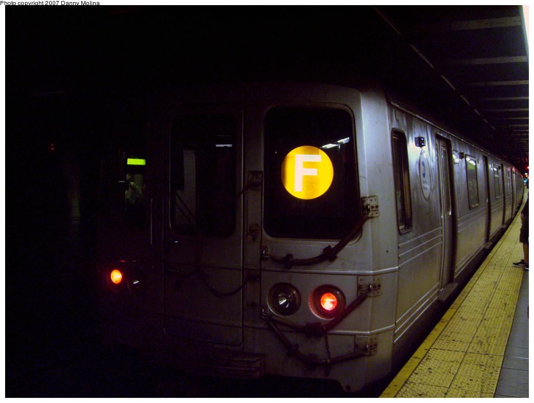 (251k, 1044x788)<br><b>Country:</b> United States<br><b>City:</b> New York<br><b>System:</b> New York City Transit<br><b>Line:</b> IND Queens Boulevard Line<br><b>Location:</b> Roosevelt Avenue <br><b>Route:</b> F<br><b>Car:</b> R-46 (Pullman-Standard, 1974-75)  <br><b>Photo by:</b> Danny Molina<br><b>Date:</b> 10/16/2007<br><b>Viewed (this week/total):</b> 1 / 1831