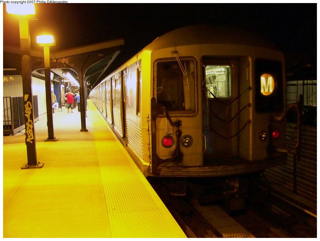 (248k, 1044x788)<br><b>Country:</b> United States<br><b>City:</b> New York<br><b>System:</b> New York City Transit<br><b>Line:</b> BMT Myrtle Avenue Line<br><b>Location:</b> Wyckoff Avenue <br><b>Route:</b> M<br><b>Car:</b> R-42 (St. Louis, 1969-1970)  4576 <br><b>Photo by:</b> Philip D'Allesandro<br><b>Date:</b> 10/22/2007<br><b>Viewed (this week/total):</b> 1 / 1966