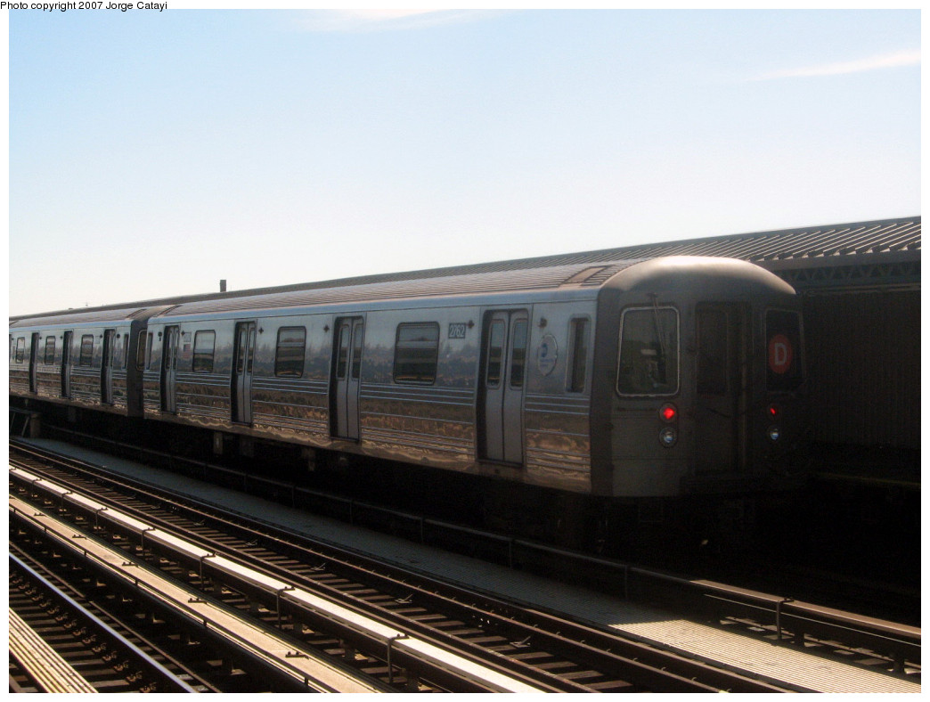(224k, 1044x788)<br><b>Country:</b> United States<br><b>City:</b> New York<br><b>System:</b> New York City Transit<br><b>Line:</b> BMT West End Line<br><b>Location:</b> 20th Avenue <br><b>Route:</b> D<br><b>Car:</b> R-68 (Westinghouse-Amrail, 1986-1988)  2762 <br><b>Photo by:</b> Jorge Catayi<br><b>Date:</b> 9/18/2007<br><b>Viewed (this week/total):</b> 7 / 1911
