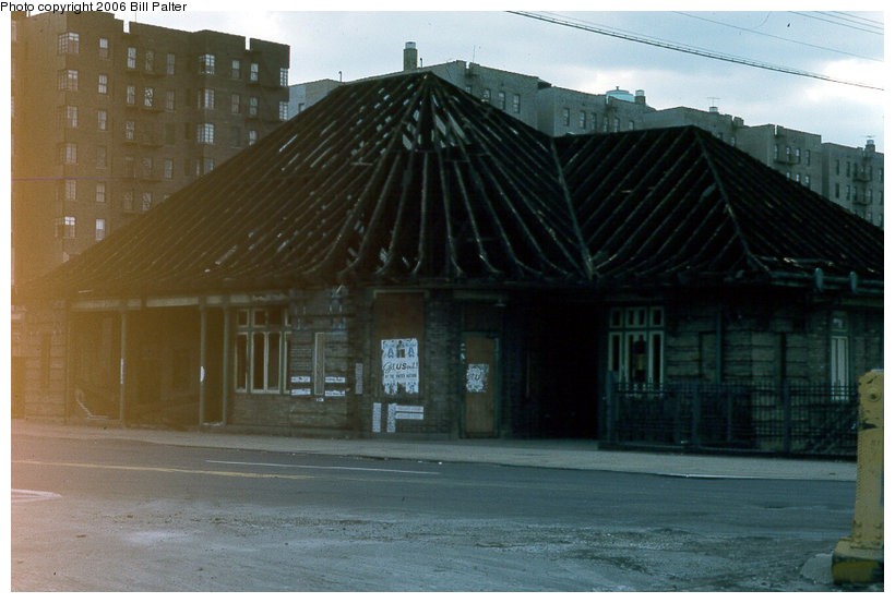 (99k, 820x553)<br><b>Country:</b> United States<br><b>City:</b> New York<br><b>System:</b> Metro-North Railroad (or Amtrak or Predecessor RR)<br><b>Line:</b> Metro North-Hudson Line<br><b>Location:</b> University Heights <br><b>Photo by:</b> Kenneth Palter<br><b>Date:</b> 4/1975<br><b>Viewed (this week/total):</b> 1 / 1751