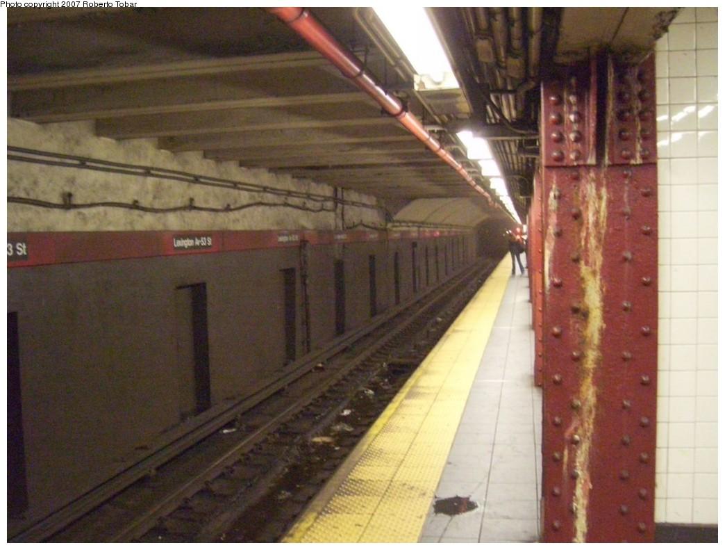 (191k, 1044x791)<br><b>Country:</b> United States<br><b>City:</b> New York<br><b>System:</b> New York City Transit<br><b>Line:</b> IND Queens Boulevard Line<br><b>Location:</b> Lexington Avenue-53rd Street <br><b>Photo by:</b> Roberto C. Tobar<br><b>Date:</b> 10/26/2007<br><b>Viewed (this week/total):</b> 0 / 1842