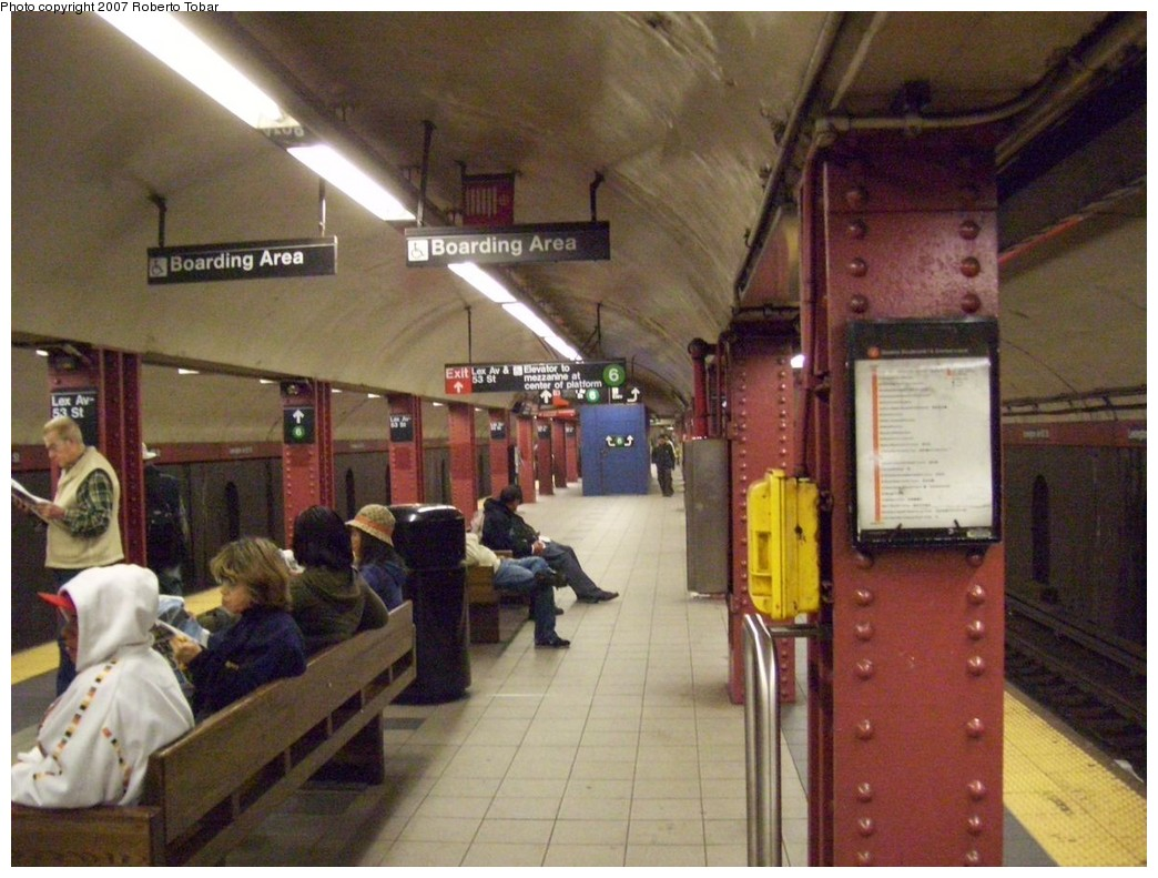 (213k, 1044x791)<br><b>Country:</b> United States<br><b>City:</b> New York<br><b>System:</b> New York City Transit<br><b>Line:</b> IND Queens Boulevard Line<br><b>Location:</b> Lexington Avenue-53rd Street <br><b>Photo by:</b> Roberto C. Tobar<br><b>Date:</b> 10/26/2007<br><b>Viewed (this week/total):</b> 2 / 2257