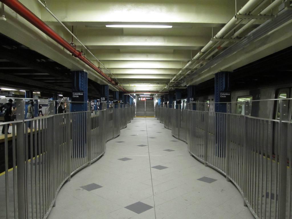 (92k, 1024x768)<br><b>Country:</b> United States<br><b>City:</b> New York<br><b>System:</b> New York City Transit<br><b>Line:</b> IND 8th Avenue Line<br><b>Location:</b> 59th Street/Columbus Circle <br><b>Photo by:</b> Robbie Rosenfeld<br><b>Date:</b> 11/16/2010<br><b>Notes:</b> New passageway to downtown #1 via center platform of IND station.<br><b>Viewed (this week/total):</b> 0 / 1676