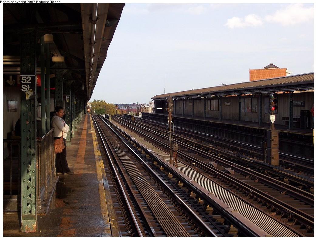 (255k, 1044x791)<br><b>Country:</b> United States<br><b>City:</b> New York<br><b>System:</b> New York City Transit<br><b>Line:</b> IRT Flushing Line<br><b>Location:</b> 52nd Street/Lincoln Avenue <br><b>Photo by:</b> Roberto C. Tobar<br><b>Date:</b> 10/27/2007<br><b>Viewed (this week/total):</b> 0 / 1246