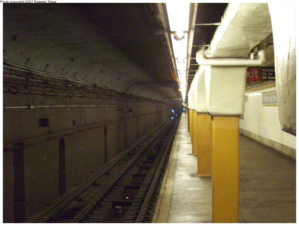 (239k, 1044x791)<br><b>Country:</b> United States<br><b>City:</b> New York<br><b>System:</b> New York City Transit<br><b>Line:</b> IRT Flushing Line<br><b>Location:</b> Vernon-Jackson Avenues <br><b>Photo by:</b> Roberto C. Tobar<br><b>Date:</b> 10/27/2007<br><b>Viewed (this week/total):</b> 3 / 2485