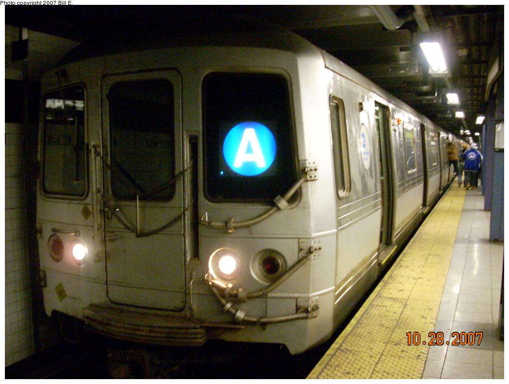 (244k, 1044x788)<br><b>Country:</b> United States<br><b>City:</b> New York<br><b>System:</b> New York City Transit<br><b>Line:</b> IND 8th Avenue Line<br><b>Location:</b> Chambers Street/World Trade Center <br><b>Route:</b> A<br><b>Car:</b> R-44 (St. Louis, 1971-73)  <br><b>Photo by:</b> Bill E.<br><b>Date:</b> 10/28/2007<br><b>Viewed (this week/total):</b> 1 / 1979