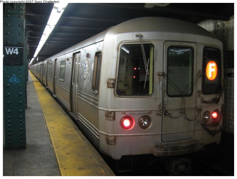 (107k, 820x620)<br><b>Country:</b> United States<br><b>City:</b> New York<br><b>System:</b> New York City Transit<br><b>Line:</b> IND 6th Avenue Line<br><b>Location:</b> West 4th Street/Washington Square <br><b>Route:</b> F<br><b>Car:</b> R-46 (Pullman-Standard, 1974-75) 5494 <br><b>Photo by:</b> Gary Chatterton<br><b>Date:</b> 10/22/2007<br><b>Viewed (this week/total):</b> 1 / 2045