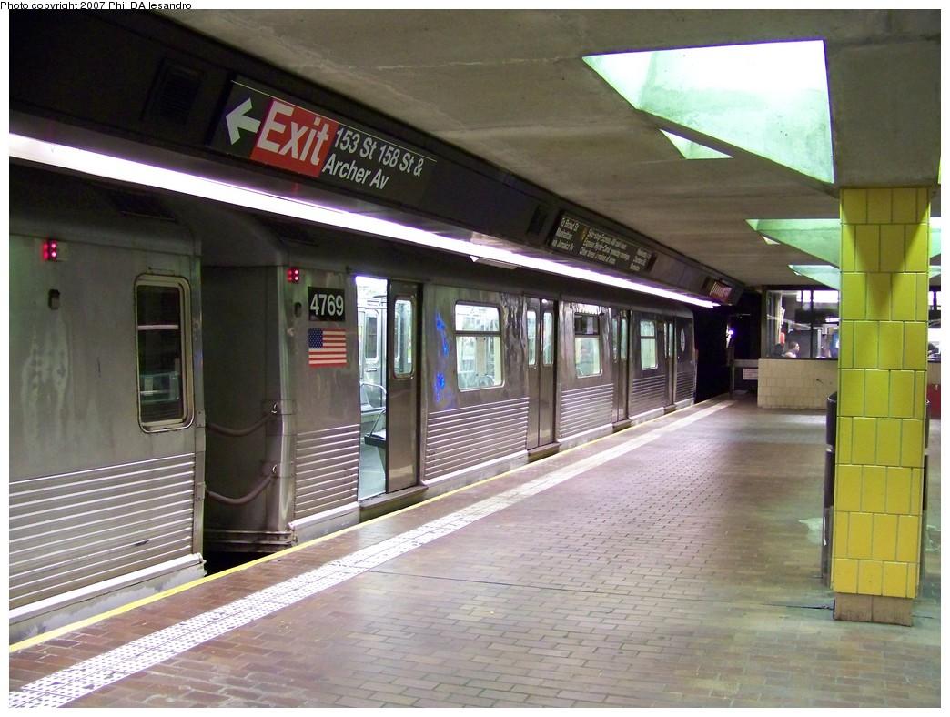 (225k, 1044x788)<br><b>Country:</b> United States<br><b>City:</b> New York<br><b>System:</b> New York City Transit<br><b>Line:</b> BMT Nassau Street/Jamaica Line<br><b>Location:</b> Jamaica Center/Parsons-Archer <br><b>Route:</b> J<br><b>Car:</b> R-42 (St. Louis, 1969-1970)  4769 <br><b>Photo by:</b> Philip D'Allesandro<br><b>Date:</b> 11/4/2007<br><b>Viewed (this week/total):</b> 2 / 2205
