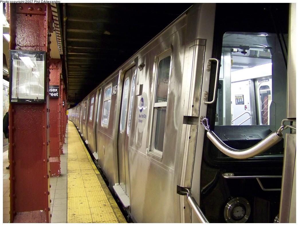 (223k, 1044x788)<br><b>Country:</b> United States<br><b>City:</b> New York<br><b>System:</b> New York City Transit<br><b>Line:</b> BMT Nassau Street/Jamaica Line<br><b>Location:</b> Essex Street <br><b>Route:</b> Testing<br><b>Car:</b> R-160A-1 (Alstom, 2005-2008, 4 car sets)  8405 <br><b>Photo by:</b> Philip D'Allesandro<br><b>Date:</b> 11/6/2007<br><b>Viewed (this week/total):</b> 0 / 2530