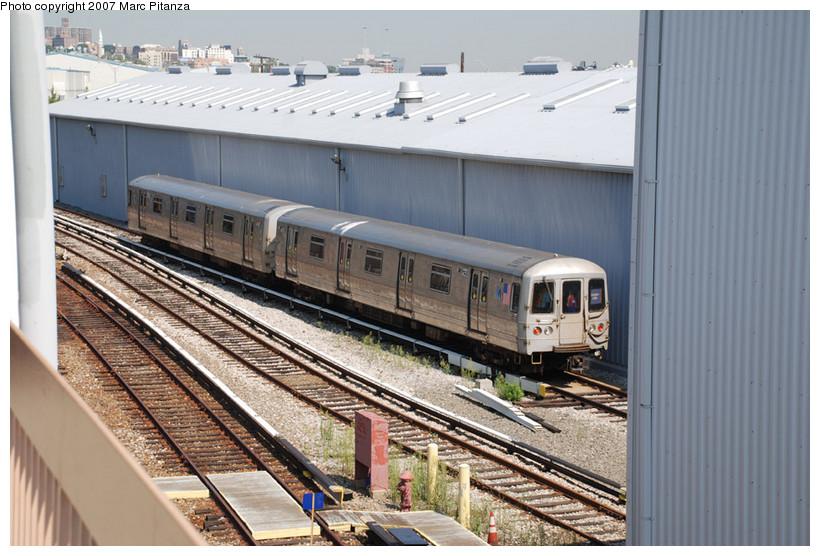 (157k, 820x556)<br><b>Country:</b> United States<br><b>City:</b> New York<br><b>System:</b> New York City Transit<br><b>Line:</b> SIRT<br><b>Location:</b> Clifton Yard/Shops <br><b>Car:</b> R-44 SIRT (St. Louis, 1971-1973) 422 <br><b>Photo by:</b> Marc Pitanza<br><b>Date:</b> 8/29/2007<br><b>Viewed (this week/total):</b> 0 / 3249