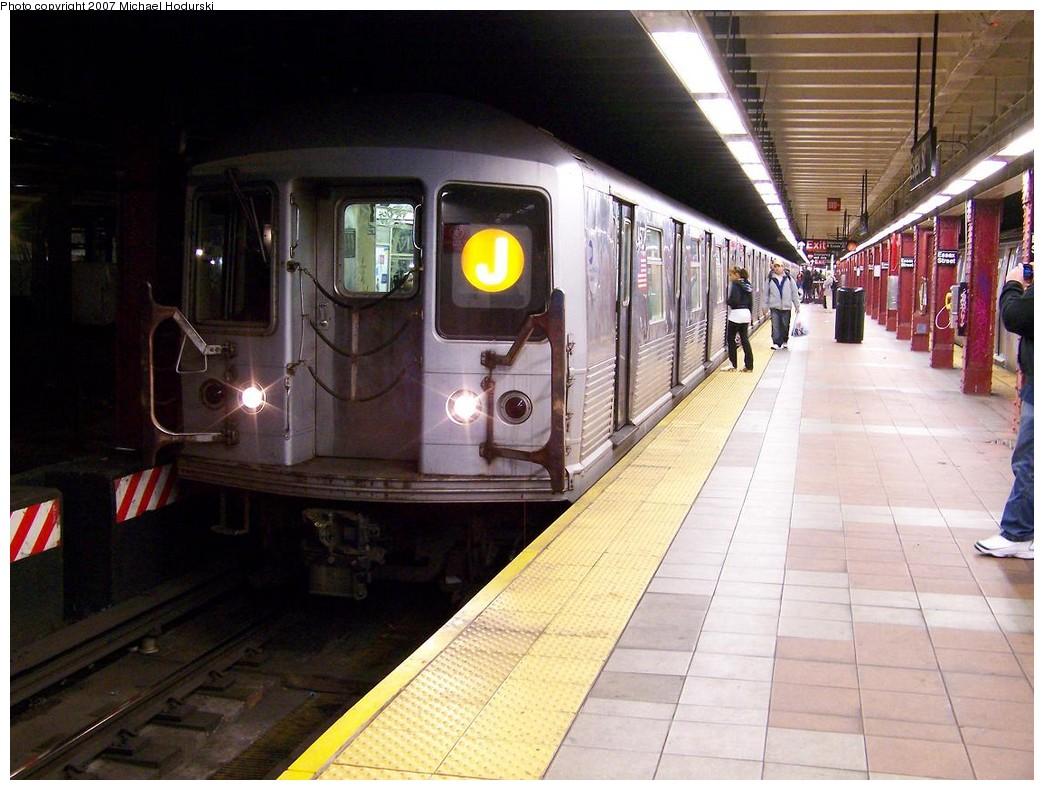 (212k, 1044x790)<br><b>Country:</b> United States<br><b>City:</b> New York<br><b>System:</b> New York City Transit<br><b>Line:</b> BMT Nassau Street/Jamaica Line<br><b>Location:</b> Essex Street <br><b>Route:</b> J<br><b>Car:</b> R-42 (St. Louis, 1969-1970)  4577 <br><b>Photo by:</b> Michael Hodurski<br><b>Date:</b> 11/6/2007<br><b>Viewed (this week/total):</b> 3 / 2687