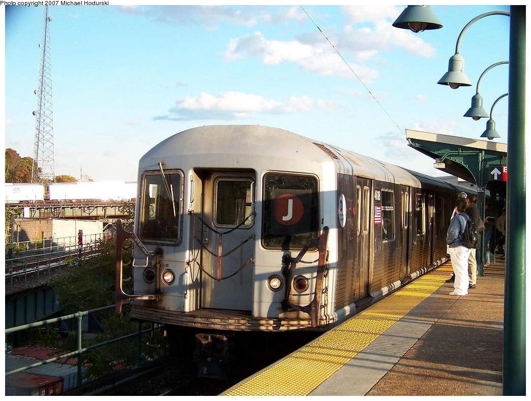 (232k, 1044x790)<br><b>Country:</b> United States<br><b>City:</b> New York<br><b>System:</b> New York City Transit<br><b>Line:</b> BMT Nassau Street/Jamaica Line<br><b>Location:</b> Broadway/East New York (Broadway Junction) <br><b>Route:</b> J<br><b>Car:</b> R-42 (St. Louis, 1969-1970)  4618 <br><b>Photo by:</b> Michael Hodurski<br><b>Date:</b> 11/6/2007<br><b>Viewed (this week/total):</b> 2 / 1958