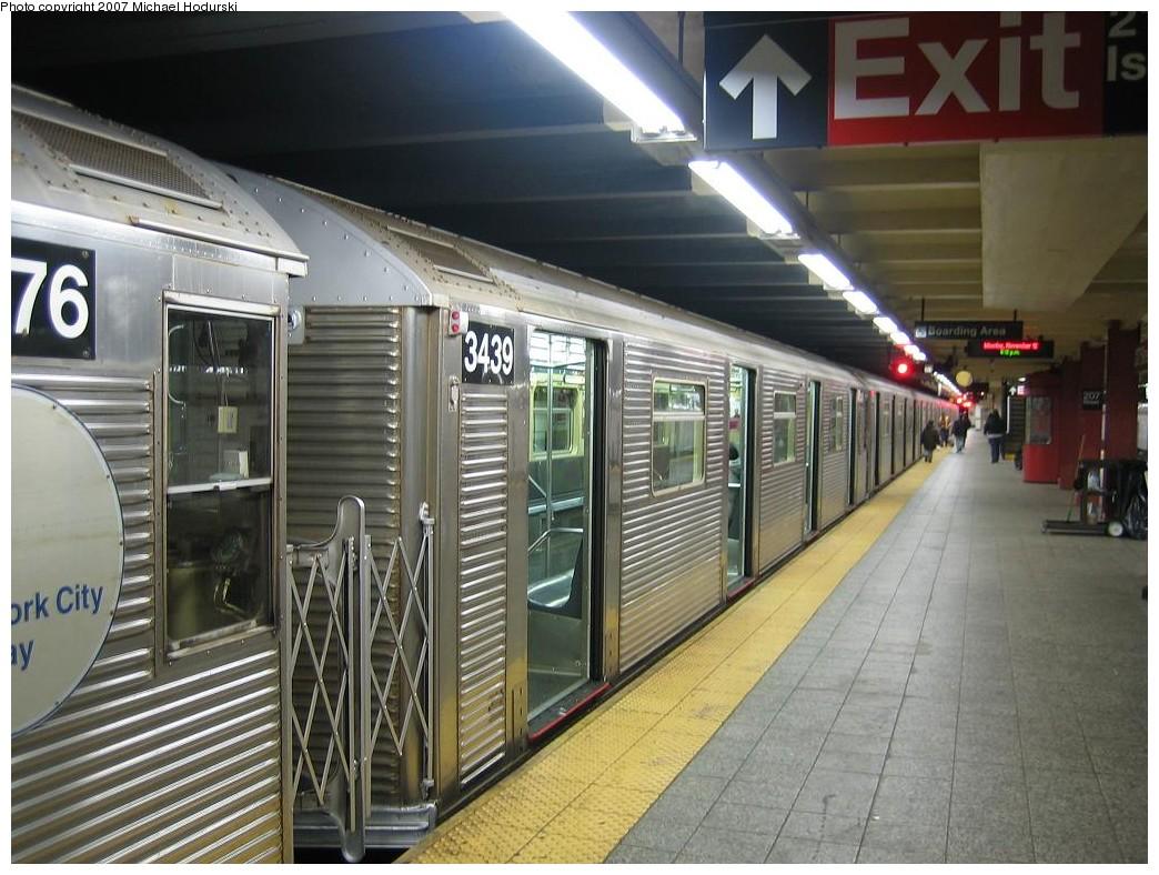(218k, 1044x788)<br><b>Country:</b> United States<br><b>City:</b> New York<br><b>System:</b> New York City Transit<br><b>Line:</b> IND 8th Avenue Line<br><b>Location:</b> 207th Street <br><b>Route:</b> A<br><b>Car:</b> R-32 (Budd, 1964)  3439 <br><b>Photo by:</b> Michael Hodurski<br><b>Date:</b> 11/12/2007<br><b>Viewed (this week/total):</b> 0 / 2024