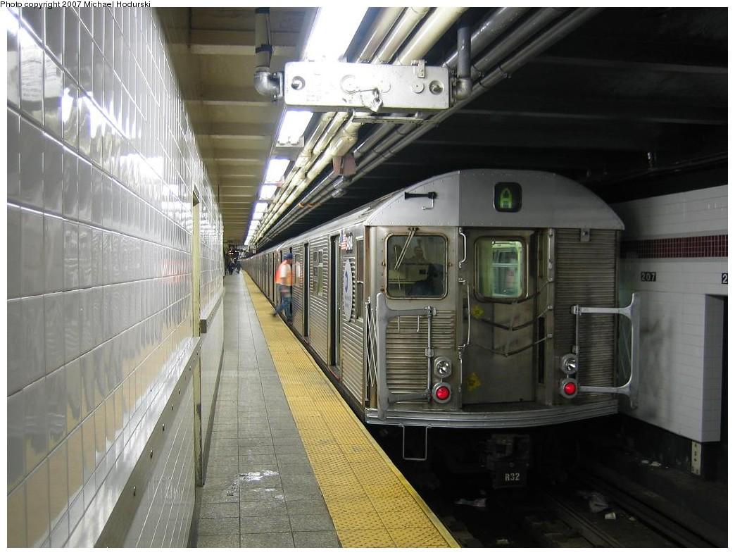 (206k, 1044x788)<br><b>Country:</b> United States<br><b>City:</b> New York<br><b>System:</b> New York City Transit<br><b>Line:</b> IND 8th Avenue Line<br><b>Location:</b> 207th Street <br><b>Route:</b> A<br><b>Car:</b> R-32 (Budd, 1964)  3484 <br><b>Photo by:</b> Michael Hodurski<br><b>Date:</b> 11/12/2007<br><b>Viewed (this week/total):</b> 3 / 1978