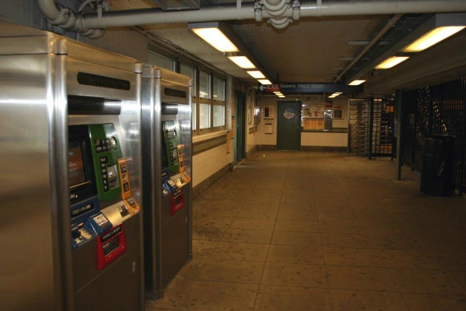 (176k, 960x640)<br><b>Country:</b> United States<br><b>City:</b> New York<br><b>System:</b> New York City Transit<br><b>Location:</b> Queensborough Plaza <br><b>Photo by:</b> Todd Glickman<br><b>Date:</b> 11/12/2007<br><b>Notes:</b> Station view.<br><b>Viewed (this week/total):</b> 2 / 1841