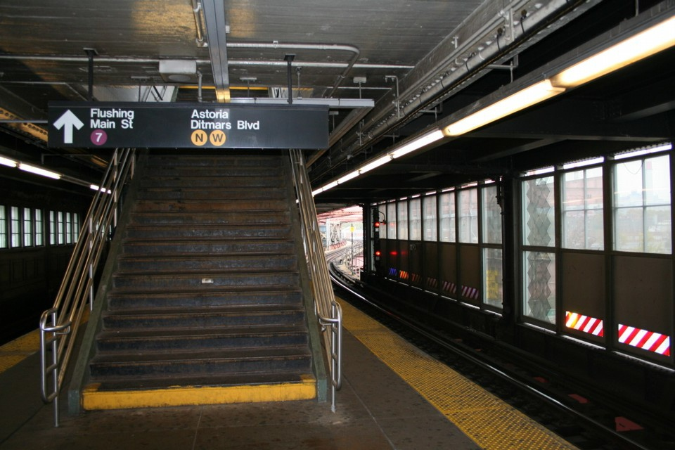 (225k, 960x640)<br><b>Country:</b> United States<br><b>City:</b> New York<br><b>System:</b> New York City Transit<br><b>Location:</b> Queensborough Plaza <br><b>Photo by:</b> Todd Glickman<br><b>Date:</b> 11/12/2007<br><b>Notes:</b> Platform view.<br><b>Viewed (this week/total):</b> 0 / 2323