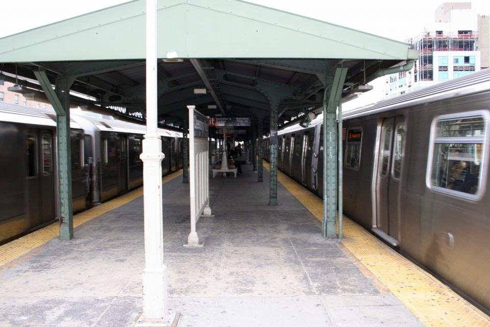 (209k, 960x640)<br><b>Country:</b> United States<br><b>City:</b> New York<br><b>System:</b> New York City Transit<br><b>Location:</b> Queensborough Plaza <br><b>Photo by:</b> Todd Glickman<br><b>Date:</b> 11/12/2007<br><b>Notes:</b> Platform view.<br><b>Viewed (this week/total):</b> 0 / 2664