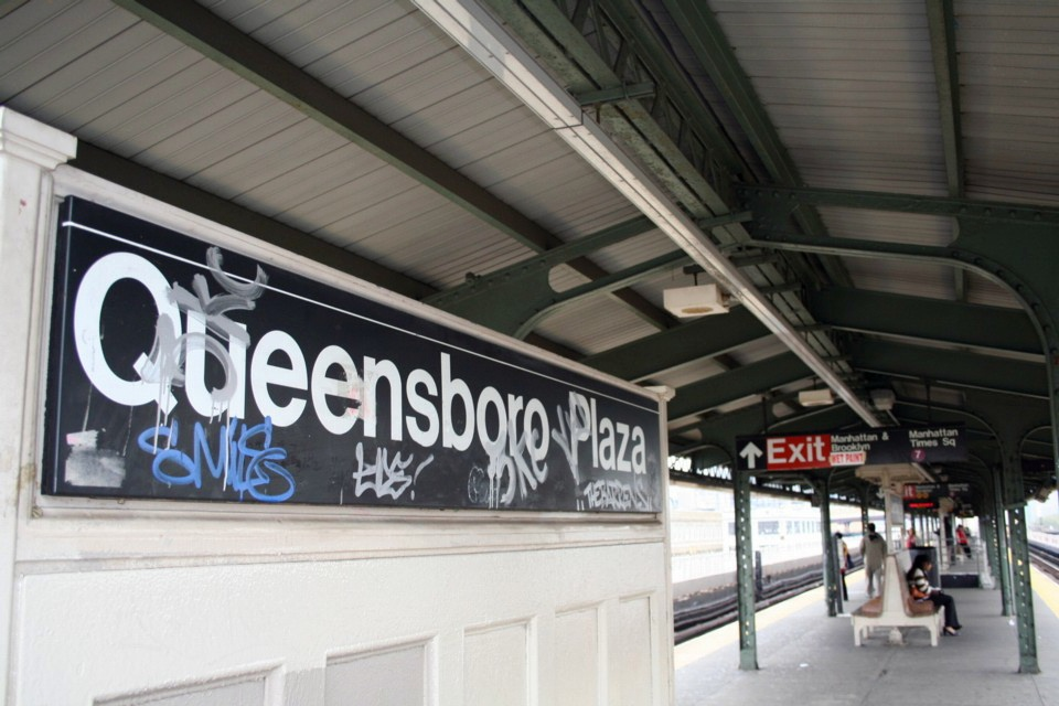 (210k, 960x640)<br><b>Country:</b> United States<br><b>City:</b> New York<br><b>System:</b> New York City Transit<br><b>Location:</b> Queensborough Plaza <br><b>Photo by:</b> Todd Glickman<br><b>Date:</b> 11/12/2007<br><b>Notes:</b> Station view.<br><b>Viewed (this week/total):</b> 0 / 1690