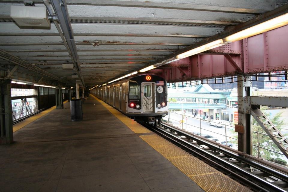 (256k, 960x640)<br><b>Country:</b> United States<br><b>City:</b> New York<br><b>System:</b> New York City Transit<br><b>Line:</b> BMT Astoria Line<br><b>Location:</b> Queensborough Plaza <br><b>Route:</b> N<br><b>Car:</b> R-160B (Kawasaki, 2005-2008)  8753 <br><b>Photo by:</b> Todd Glickman<br><b>Date:</b> 11/12/2007<br><b>Viewed (this week/total):</b> 0 / 2229