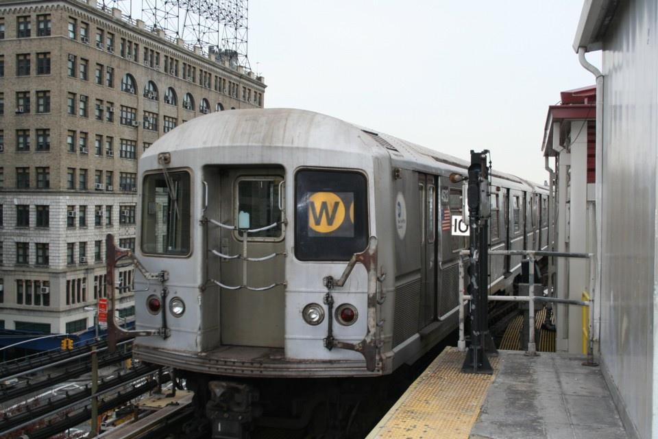 (229k, 960x640)<br><b>Country:</b> United States<br><b>City:</b> New York<br><b>System:</b> New York City Transit<br><b>Line:</b> BMT Astoria Line<br><b>Location:</b> Queensborough Plaza <br><b>Route:</b> W<br><b>Car:</b> R-40M (St. Louis, 1969)  4523 <br><b>Photo by:</b> Todd Glickman<br><b>Date:</b> 11/12/2007<br><b>Viewed (this week/total):</b> 1 / 2118