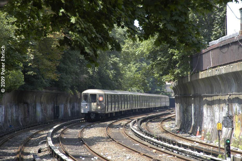 (280k, 930x618)<br><b>Country:</b> United States<br><b>City:</b> New York<br><b>System:</b> New York City Transit<br><b>Line:</b> BMT Brighton Line<br><b>Location:</b> Beverley Road <br><b>Car:</b> R-68 (Westinghouse-Amrail, 1986-1988)  2862 <br><b>Photo by:</b> Peter Ehrlich<br><b>Date:</b> 7/22/2009<br><b>Notes:</b> Outbound<br><b>Viewed (this week/total):</b> 1 / 1132