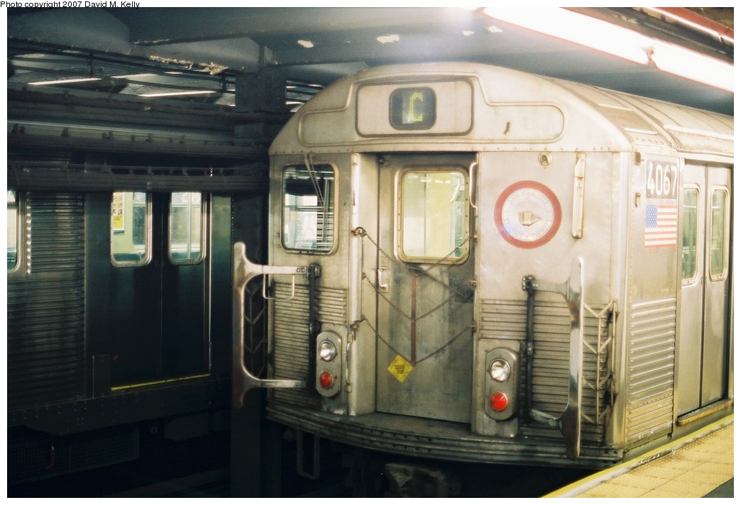 (172k, 1044x712)<br><b>Country:</b> United States<br><b>City:</b> New York<br><b>System:</b> New York City Transit<br><b>Line:</b> IND 8th Avenue Line<br><b>Location:</b> 168th Street <br><b>Route:</b> C<br><b>Car:</b> R-38 (St. Louis, 1966-1967)  4067 <br><b>Photo by:</b> David M. Kelly<br><b>Date:</b> 2007<br><b>Viewed (this week/total):</b> 0 / 2004