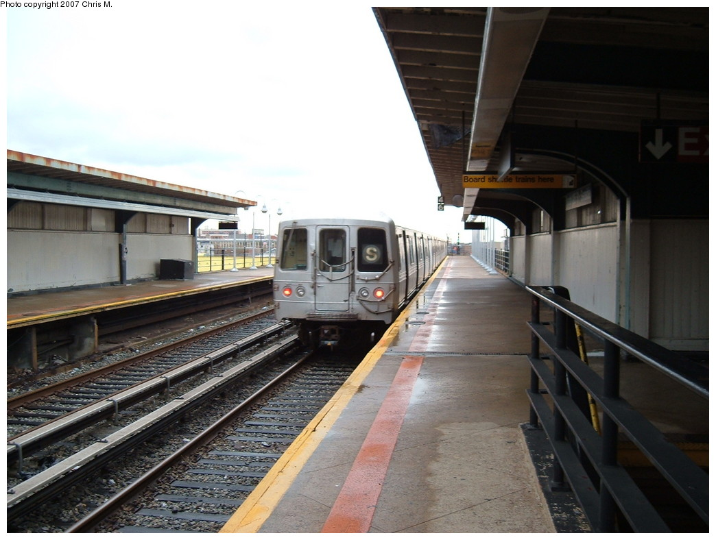 (203k, 1044x788)<br><b>Country:</b> United States<br><b>City:</b> New York<br><b>System:</b> New York City Transit<br><b>Line:</b> IND Rockaway<br><b>Location:</b> Beach 105th Street/Seaside <br><b>Route:</b> A<br><b>Car:</b> R-44 (St. Louis, 1971-73)  <br><b>Photo by:</b> Chris M.<br><b>Date:</b> 11/6/2007<br><b>Viewed (this week/total):</b> 3 / 1471