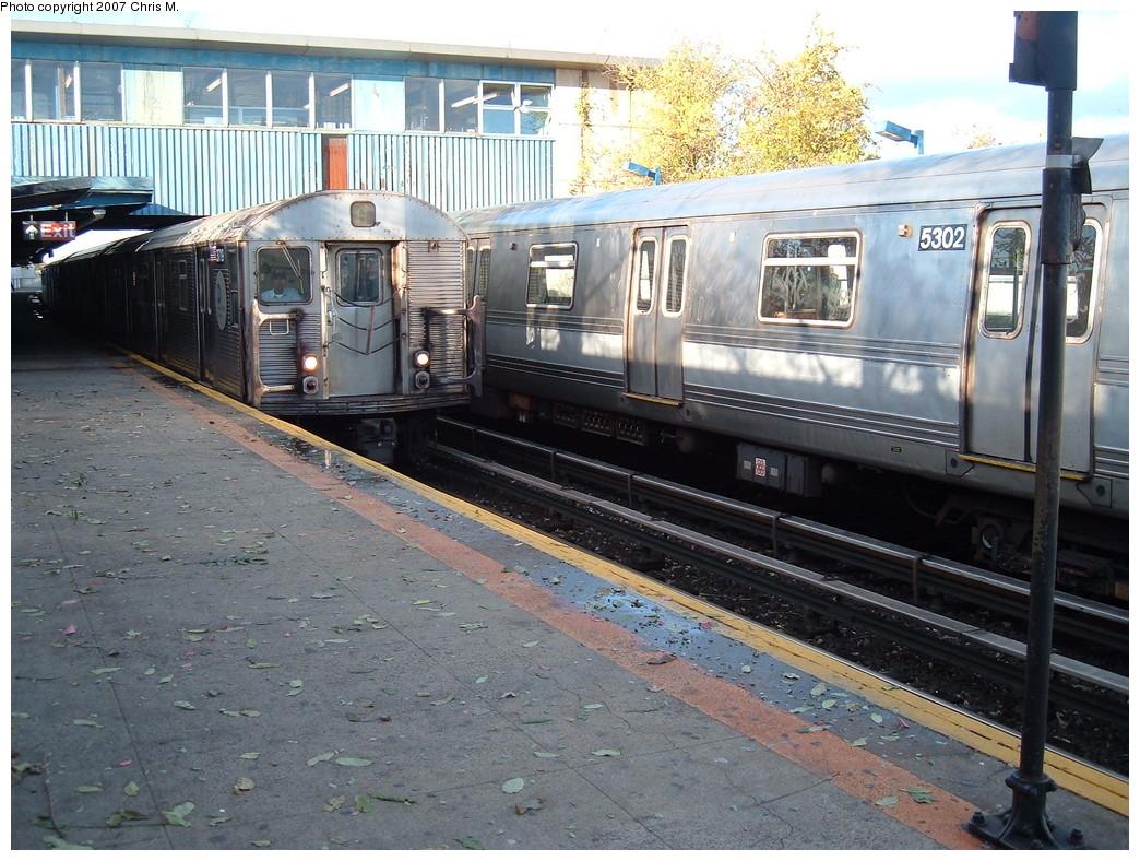 (276k, 1044x788)<br><b>Country:</b> United States<br><b>City:</b> New York<br><b>System:</b> New York City Transit<br><b>Line:</b> IND Rockaway<br><b>Location:</b> Broad Channel <br><b>Route:</b> A<br><b>Car:</b> R-32 (Budd, 1964)  3917 <br><b>Photo by:</b> Chris M.<br><b>Date:</b> 11/6/2007<br><b>Viewed (this week/total):</b> 0 / 1655