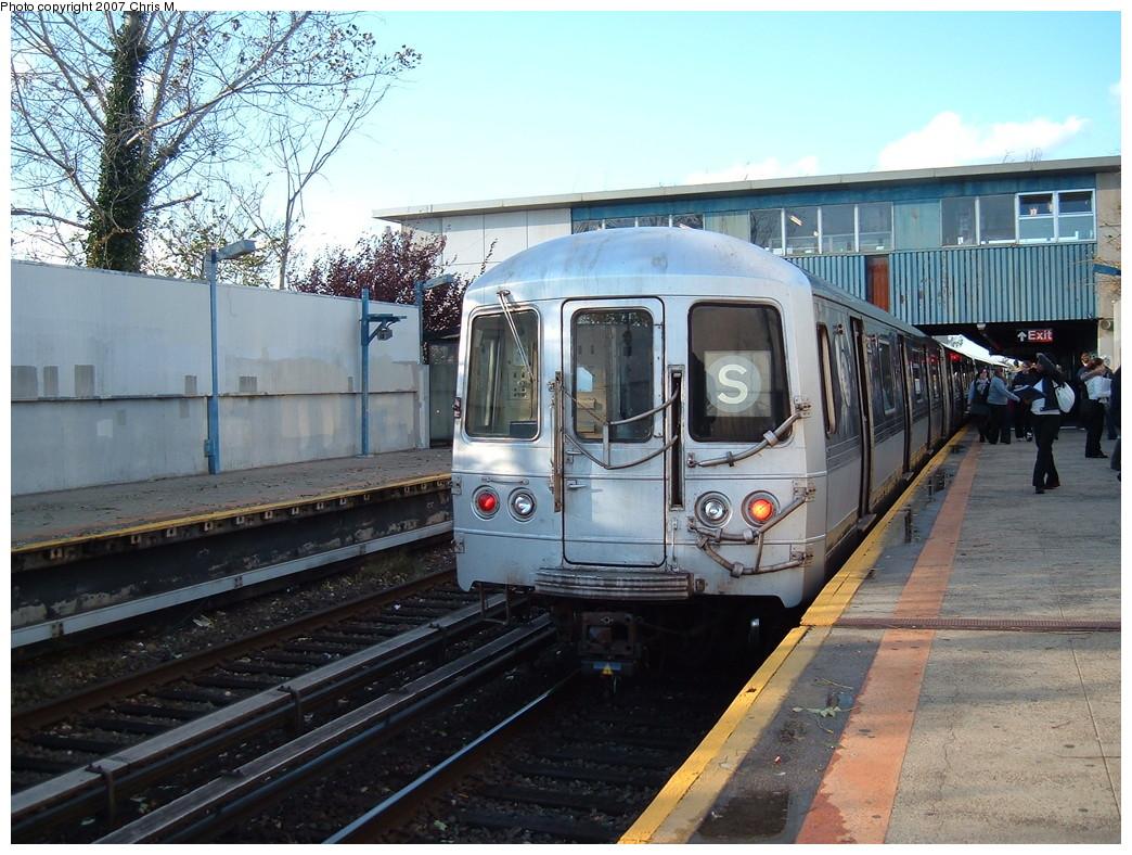 (269k, 1044x788)<br><b>Country:</b> United States<br><b>City:</b> New York<br><b>System:</b> New York City Transit<br><b>Line:</b> IND Rockaway<br><b>Location:</b> Broad Channel <br><b>Route:</b> S<br><b>Car:</b> R-44 (St. Louis, 1971-73)  <br><b>Photo by:</b> Chris M.<br><b>Date:</b> 11/6/2007<br><b>Viewed (this week/total):</b> 1 / 1622