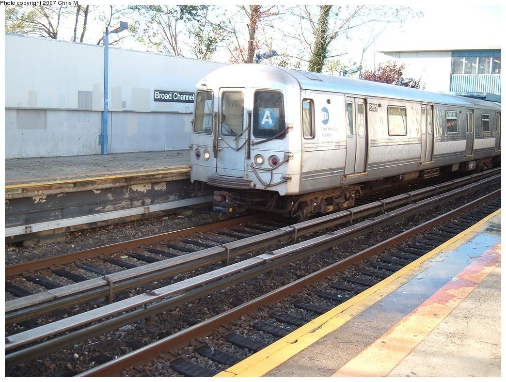(302k, 1044x788)<br><b>Country:</b> United States<br><b>City:</b> New York<br><b>System:</b> New York City Transit<br><b>Line:</b> IND Rockaway<br><b>Location:</b> Broad Channel <br><b>Route:</b> A<br><b>Car:</b> R-44 (St. Louis, 1971-73) 5352 <br><b>Photo by:</b> Chris M.<br><b>Date:</b> 11/6/2007<br><b>Viewed (this week/total):</b> 0 / 1449
