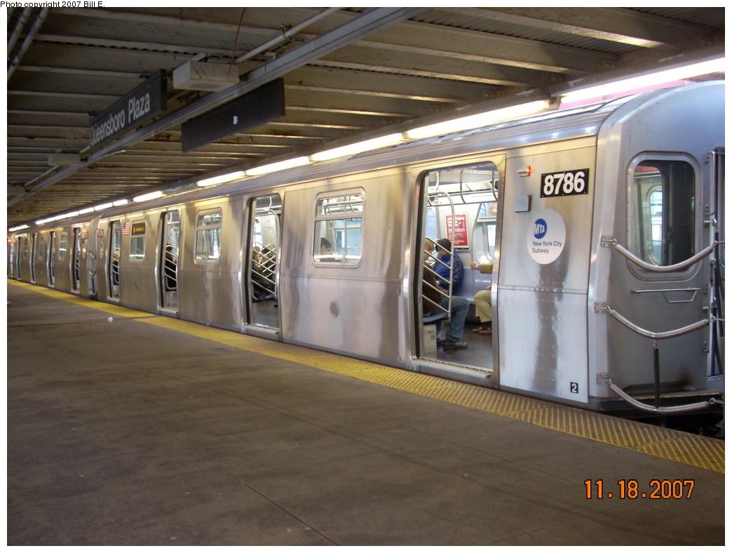 (230k, 1044x788)<br><b>Country:</b> United States<br><b>City:</b> New York<br><b>System:</b> New York City Transit<br><b>Line:</b> BMT Astoria Line<br><b>Location:</b> Queensborough Plaza <br><b>Route:</b> N<br><b>Car:</b> R-160B (Kawasaki, 2005-2008)  8726 <br><b>Photo by:</b> Bill E.<br><b>Date:</b> 11/18/2007<br><b>Viewed (this week/total):</b> 0 / 2042